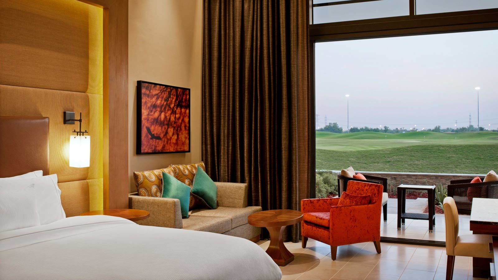 Deluxe room i westin abu dhabi golf resort i hotels abu dhabi for Abu dhabi country club salon